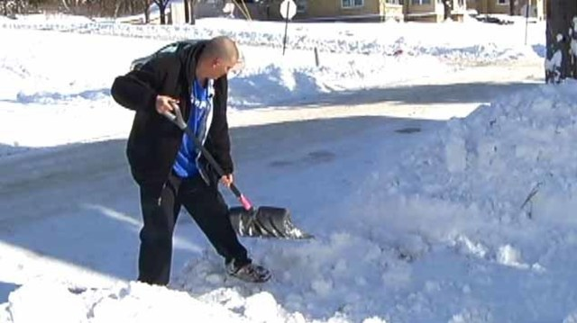 Community rallies to help Amsterdam man who shoveled snow for free
