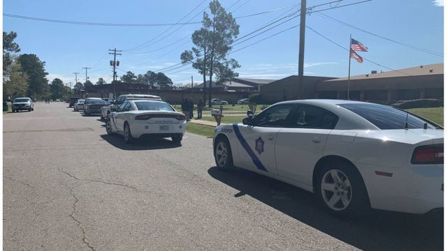 One injured in shooting at Arkansas high school