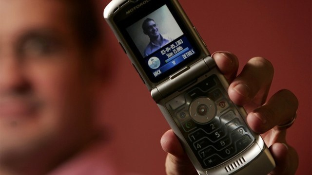 Company offering $1K to use a flip phone for a week